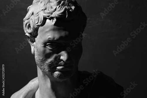 Photo Ancient bust of prophet Jeremiah by Donatello black and white
