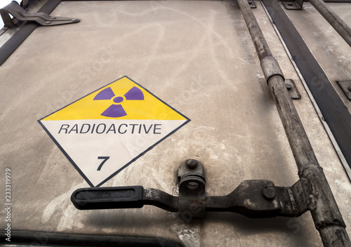 Fotografia Radiation warning sign on the Dangerous goods transport label Class 7 at the con