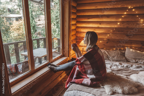 Slika na platnu Cozy winter weekend in log cabin