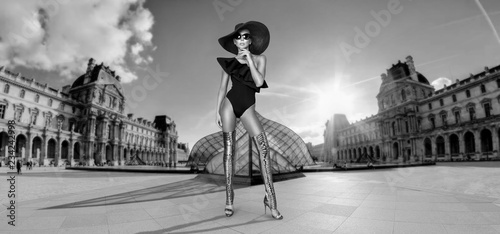 Photo Elegant woman in a hat, bikini and sunglasses and amazing high heels shoes in  P
