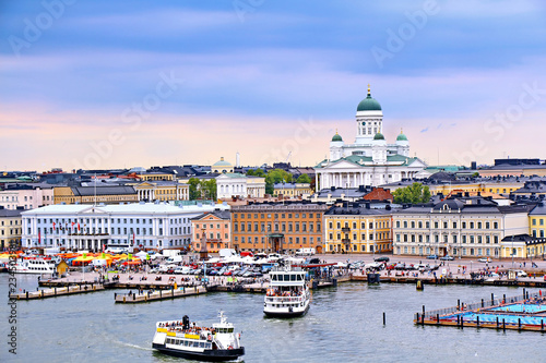Photo Helsinki cityscape with Helsinki Cathedral and Market Square, Finland