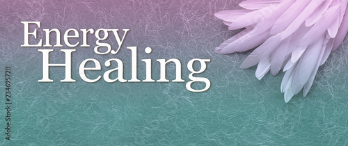 Foto Angelic Energy Healing Banner - a neat pile of long thin white feather in the ri
