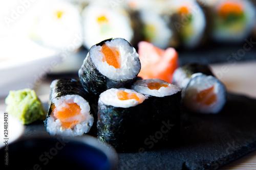 Valokuvatapetti Maki Salmon Japanese Sushi