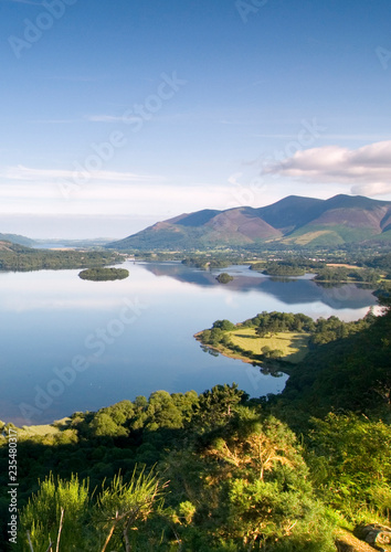 Photographie View from Surprise View near Keswick in the morning with reflections in Derwent