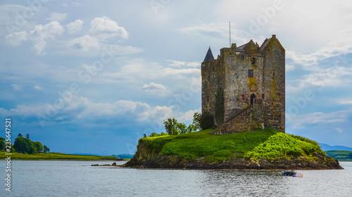 Obraz na plátně The old castle reveals its secrets