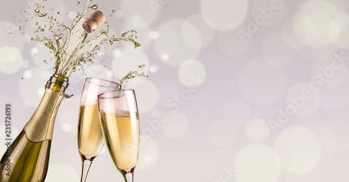 Canvas Print splashing champagne background
