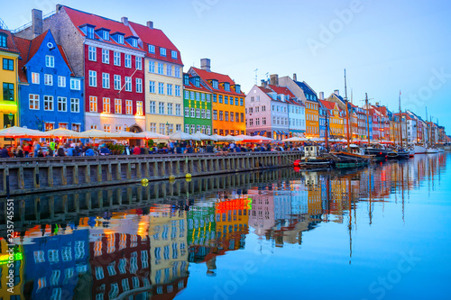 Canvas Print illuminated Nyhavn embankment by canal