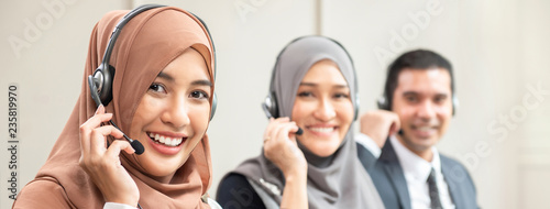 Fotografía Beautiful Asian muslim women working  in call center with team, panoramic banner