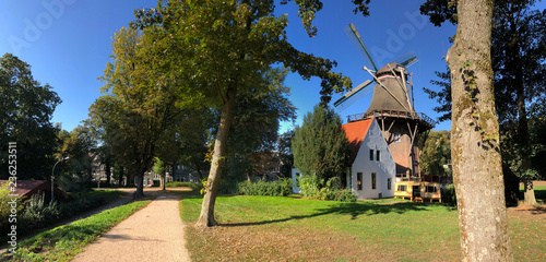 Photographie Panorama from the city park with windmill