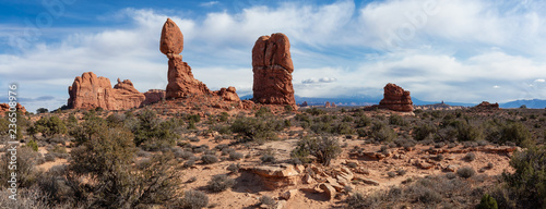 Photographie Panoramic Landscape view of beautiful red rock canyon formations during a vibrant sunny day
