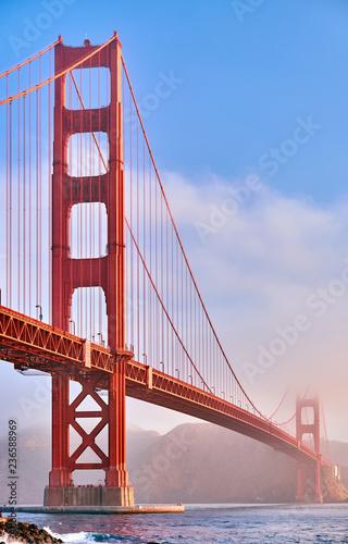 Naklejki na meble Poranne ujęcie  mostu Golden Gate Bridge w San Francisco
