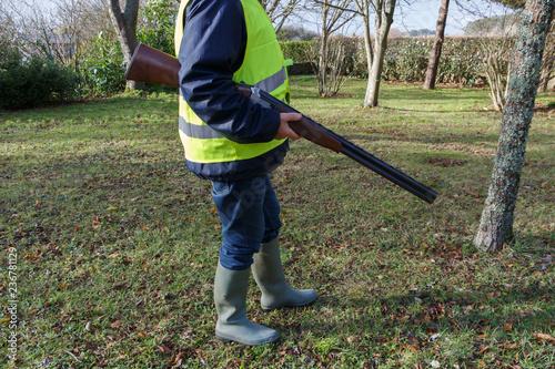 Fotografija Chasseur avec sa carabine sous le bras