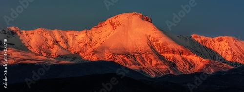 Canvas-taulu Amazing Sunset Over the Camicia and Prena Mountain - Campo Imperatore - Abruzzo,