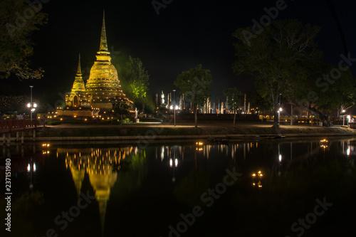 Obraz na płótnie the ancient Buddhist temple of Wat Sa Si in evening twilight