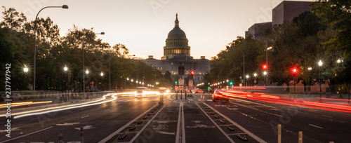 Fotografiet Early Morning Traffic Pennsylvania Avenue District of Columbia National Capital