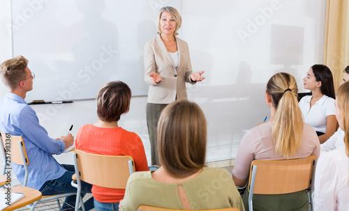 Obraz na płótnie Female teacher lecturing to students