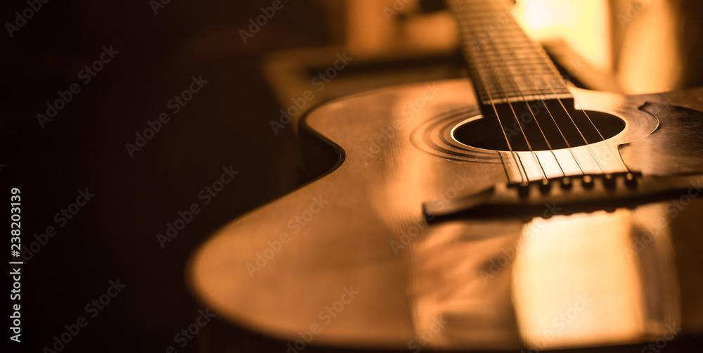 zbliżenie gitara akustyczna na pięknym kolorowym tle <span>plik: #238203139   autor: puhimec</span>