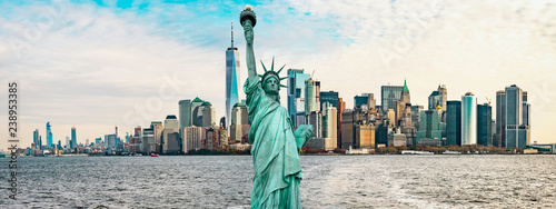 Photo The Statue Of Liberty with Manhattan Downtown Skyline Panorama