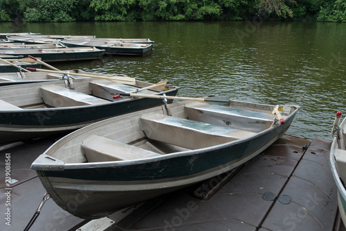 Photo rowboats for rent to paddle in lake