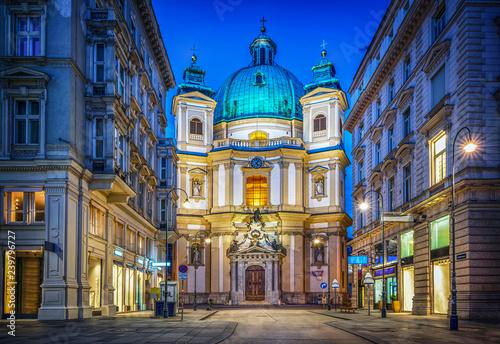 Fototapeta premium Piotra na Petersplatz. Wiedeń, Austria. Widok wieczorny ...
