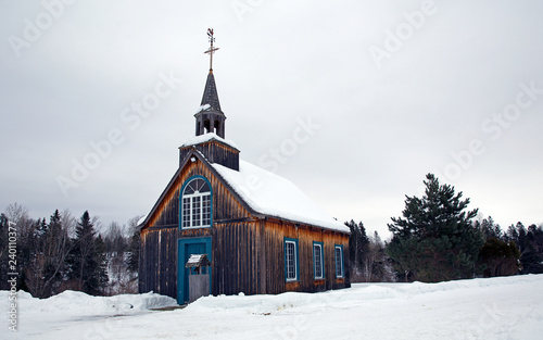 Old style little church abandoned in the winter Fototapeta