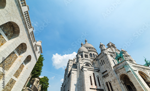 Photo World famous Sacre Coeur cathedral in Montmartre neighborhood