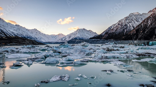 Fotografia, Obraz Global warming climate change melting ice lake glacier in New Zealand