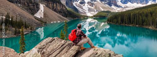 Tablou Canvas Hiking Man Looking at Moraine Lake & Rocky Mountains Panorama