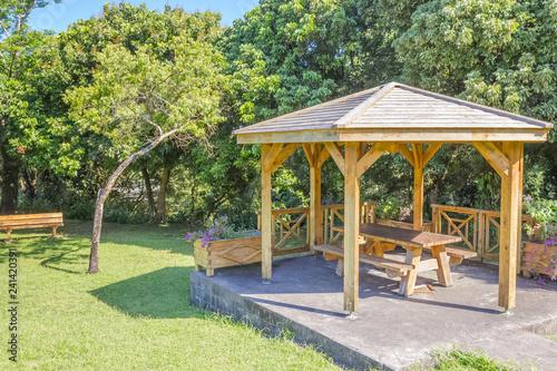 Fotografia, Obraz kiosque public de picnic, Bois Blanc, île de la Réunion