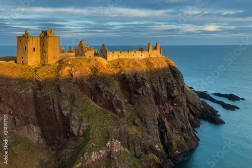 Fototapeta premium Światło słoneczne na zamku Dunnotar