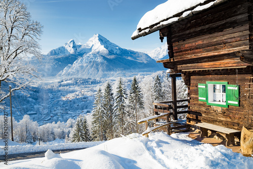 Canvastavla Winter scenery with mountain hut in the Alps