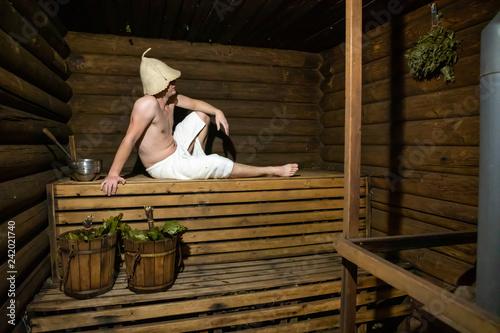 Cuadros en Lienzo Man in a wooden Russian bathhouse