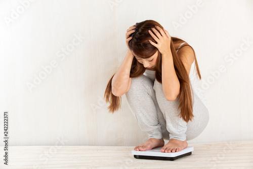 Fotografie, Obraz 体重をはかる女性