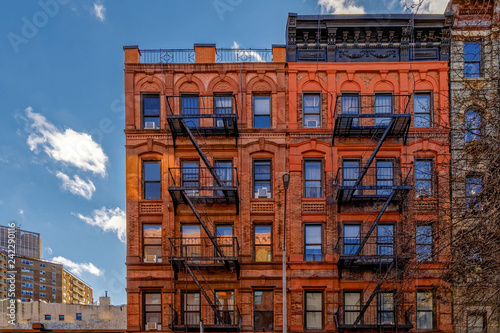 Photo New-York building facades with fire escape stairs