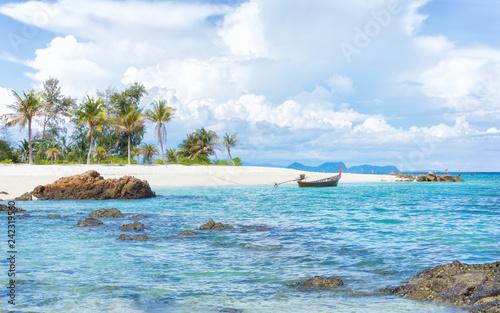 Fototapeta premium Azjatycki tropikalny plażowy raj w Tajlandia