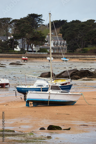 Canvas Print boats at low tide