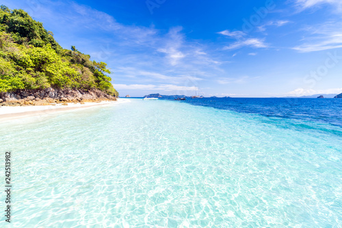 Fototapeta premium Tropikalna biała piasek plaża