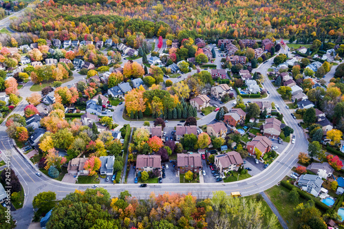 Photo Aerial view of residential neighbourhood in Montreal during Fall season, Quebec, Canada