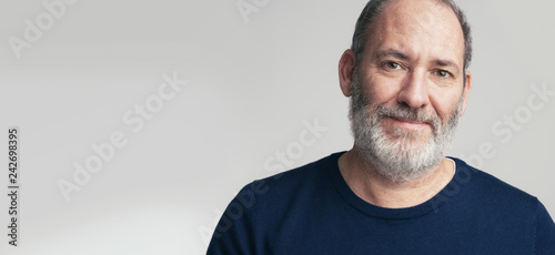 Photo Portrait of a bearded mature adult casual Businessman looking into camera