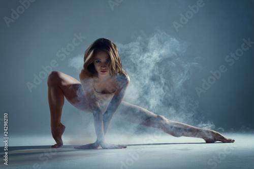 Valokuva Dancing in cloud concept