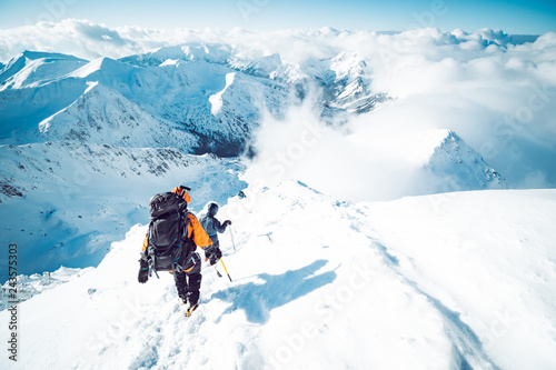 Photographie A group of climbers descending a mountain in winter