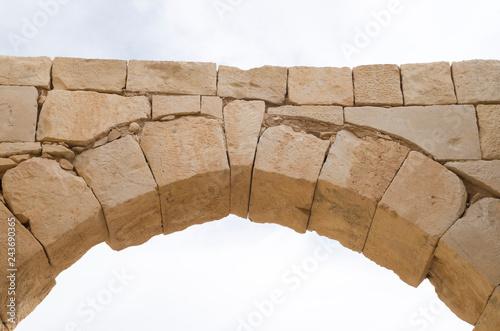 Valokuva Ancient stone arch and keystone in the sky