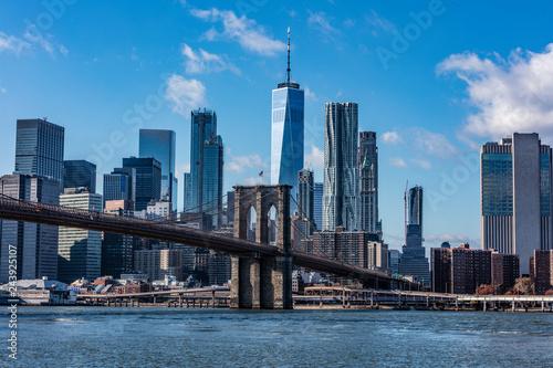 Brooklyn Bridge and New York skyline Fototapeta