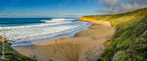 Foto Overview of perfect surf at Bells Beach, Torquay, Great Ocean Road, Victoria, Australia