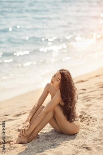 Model nudist Annie's Mailbox:
