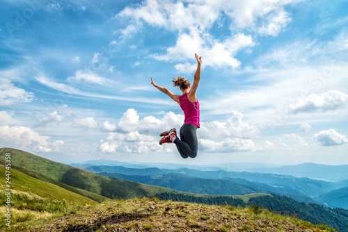 фотография Young woman on the top of mountain