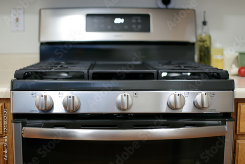 Fotografija Modern stainless steel gas stove oven in a home.