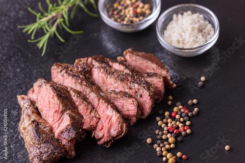 gegrilltes Steak auf Schiefer