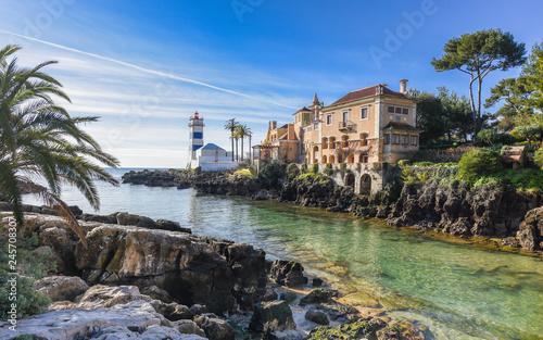 Der Leuchtturm (Farol de Santa Marta) und das Stadtmuseum in Cascais; Portugal