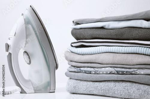 Fotografia Ironing clothes on ironing board
